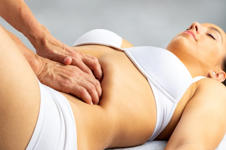 woman being massaged helping her thorax and mid-back pain